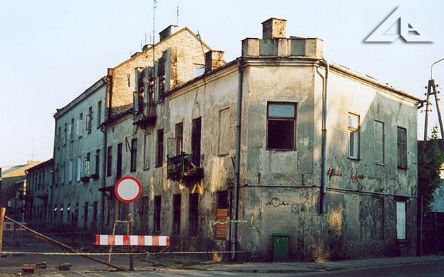 Budynek przy ul. Wileńskiej spalił się na początku stycznia 2002. Zdjęcie jest z 5 czerwca 2002. Ulica zamknięta. Nieźle!