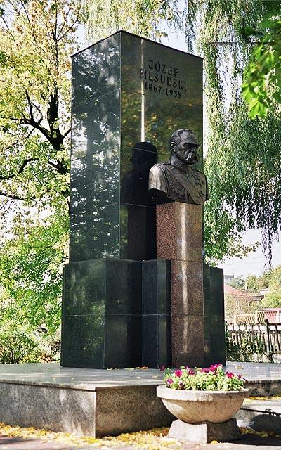 Historyczny pomnik Józefa Piłsudskiego.