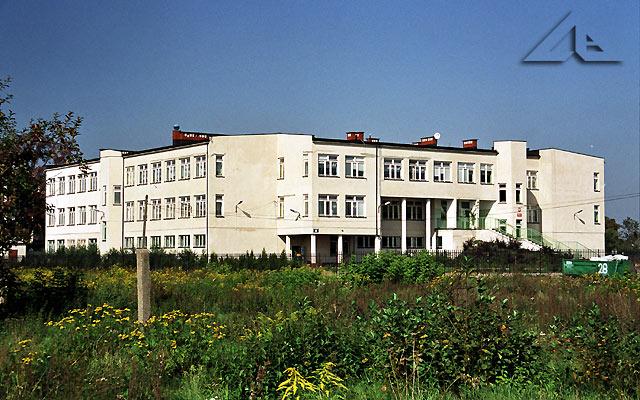 Nowa szkoła na osiedlu Niepodległości mieszcząca się przy ulicy Lipińskiej.