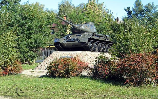 Czy kiedykolwiek czołg będzie prawdziwym pomnikiem, czystym bez żadnych zbędnych napisów ?
