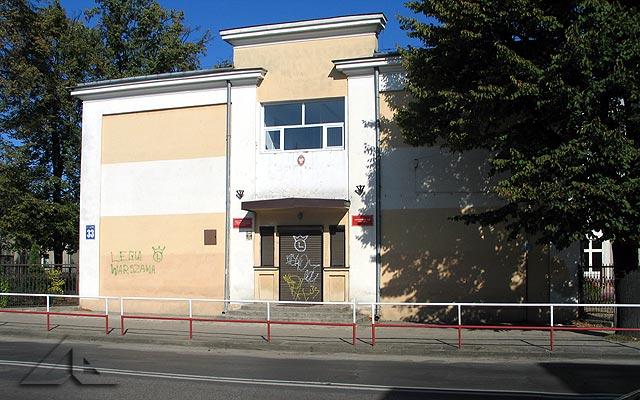 Stary budynek szkoły podstawowej nr 4.<br>Placówka ta zaczęła działać w roku 1935, a na poświęceniu sztandaru szkoły był obecny prezydent Ignacy Mościcki.