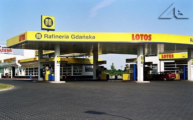 Stacja paliw między Wołominem a Kobyłką.