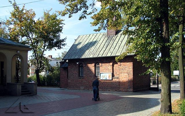 Najstarsza kapliczka mieści się na terenie parafii M.B. Częstochowskiej.<br>W roku 2002 minęło 100 lat od jej zbudowania.