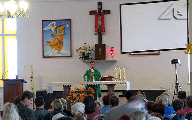 Niedzielna Msza Święta dla najmłodszych dzieci sprawowana w kaplicy.