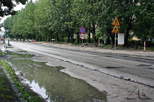 Ulica 1 maja. Wyjazd z Wołomina w kierunku Warszawy.