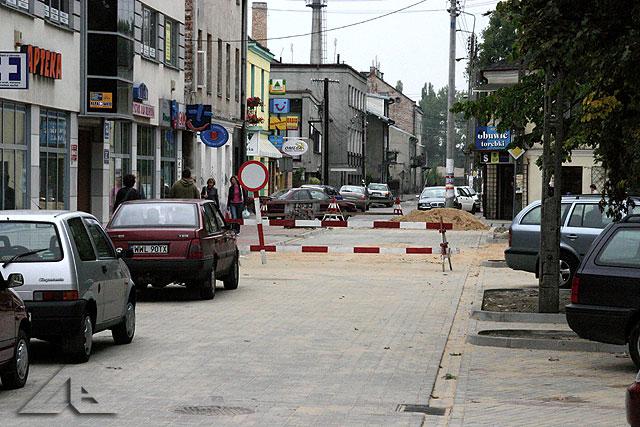Prace remontowe ulicy Mickiewicza przy Placu 3 Maja.