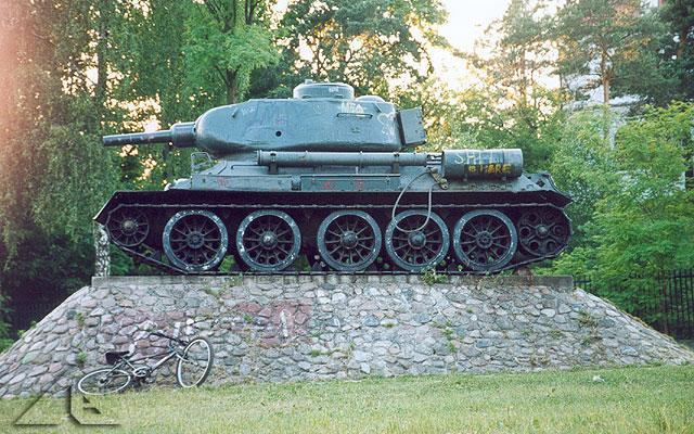 Kto nie zna czołgu między Wołominem a Kobyłką ? A co się stało z lufą ? :)<br>Żelazny pojazd jest pamiątką po największej na ziemiach polskich bitwie pancernej, stoczonej między dywizjami niemieckimi a radzieckimi w sierpniu 1944 roku.