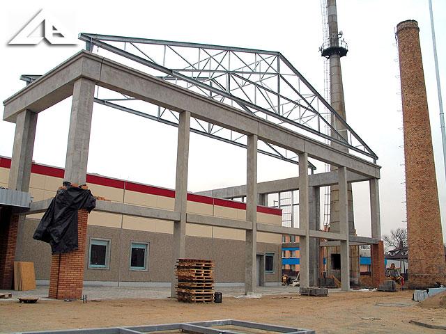 Budowa nowego centrum handlowego. Motyw nowej konstrukcji nawiązuje do architektury starej hali huty szkła.