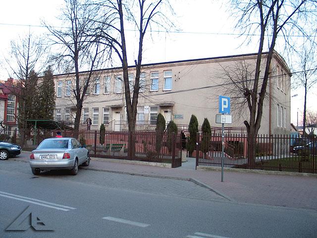 Budynek przychodni mieszczącej się przy ulicy Prądzyńskiego.