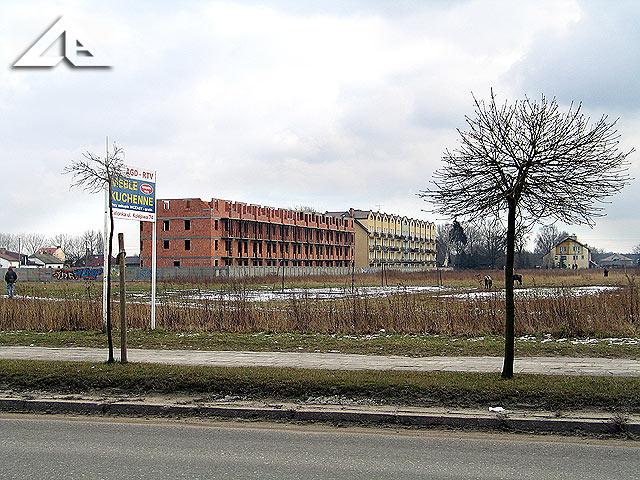 Widok na południe z ulicy Kościelnej z okolic budynku Poczty Polskiej (dawnego budynku Telekomunikacji Polskiej).
