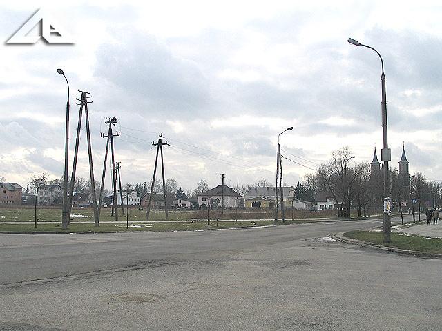 Widok na zachód ze skrzyżowania ulicy Kościelnej z Reja.