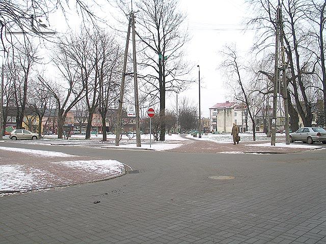 Plac 3 maja widziany ze skrzyżowania ulic Moniuszki i Mickiewicza