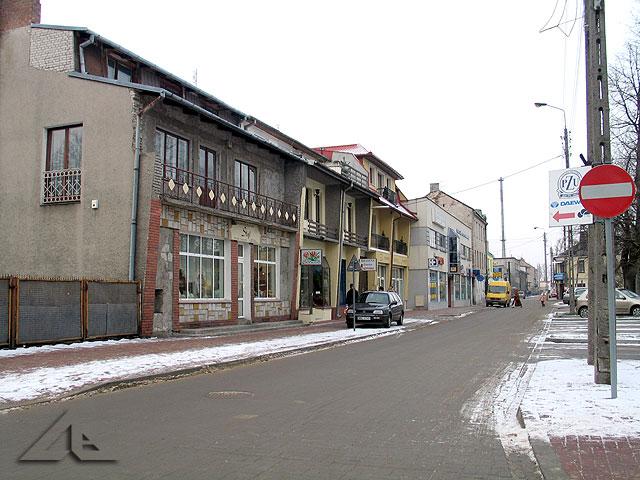 Ulica Mickiewicza widziana ze skrzyżowania z ulicą Moniuszki
