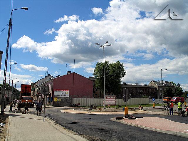 Modernizacja ulicy Wileńskiej. Budowa ronda u zbiegu ulicy Mickiewicza i Wileńskiej przy markecie Kaufland.