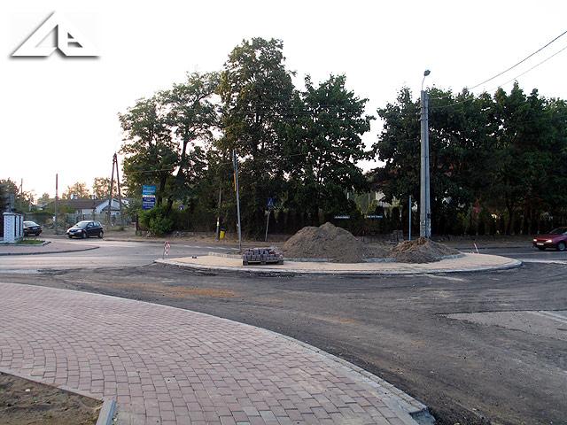 Nowa inwestycja. Budowa kolejnego ronda na granicy Wołomina i Kobyłki.<br>W tym miejscu od dłuższego czasu było skrzyżowanie z kontrowersyjnym dla wielu kierowców przydziałem pierwszeństwa drogowego.