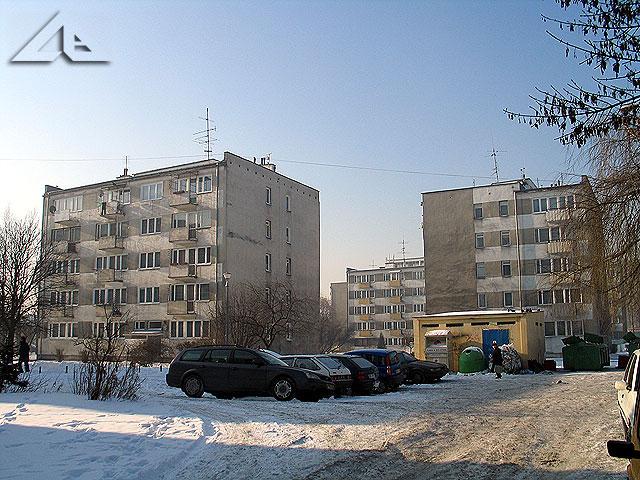 """Bloki mieszkaniowe na osiedlu """"Lipińska"""" widziane ze strony wschodniej z ulicy Prądzyńskiego."""