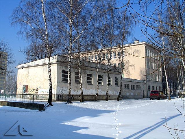 Szkoła nr 5 - dawniej tzw. sportowa - od strony ulicy Prądzyńskiego.