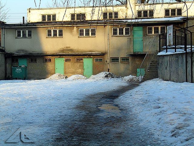 Sala gimnastyczna i ubikacje szkoły nr 1