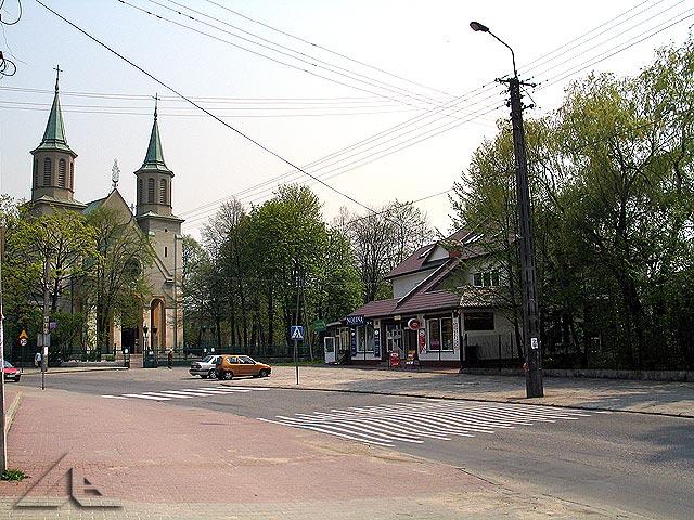 Ulica Kościelna i kościół pw. M.B. Częstochowskiej.