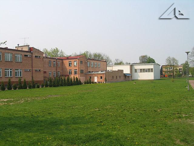 Szkoła nr 2 przy ulicy Armii Krajowej.