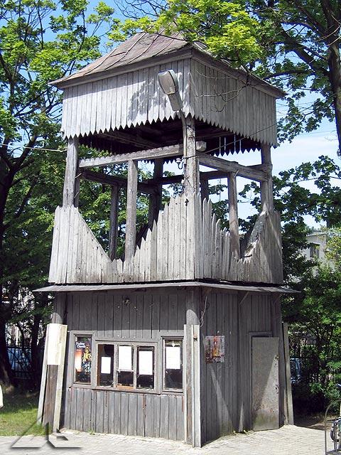 Dzwonnica na terenie kościoła M.B. Częstochowskiej przy ulicy Kościelnej.