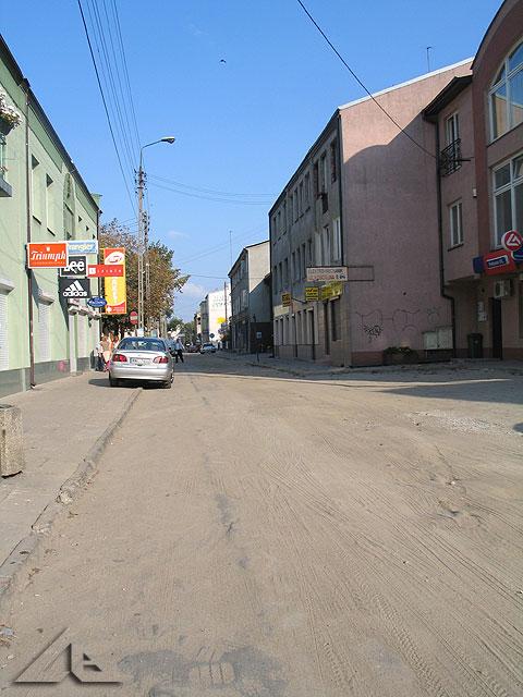 Remont ulicy Kościelnej. Docelowo na ulicy  Kościelnej będzie ułożona kostka w dwóch kolorach.