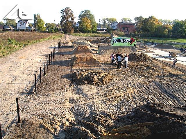Widok z górki, z której będzie zjazd dla rowerzystów.