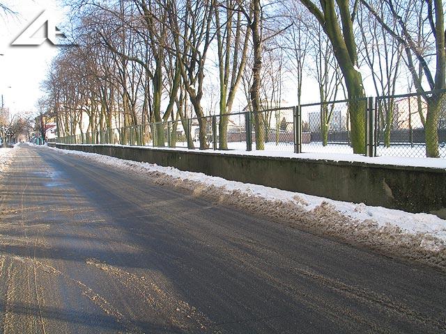 Spóźniona zima w Wołominie - ulica Moniuszki w kierunku wschodnim