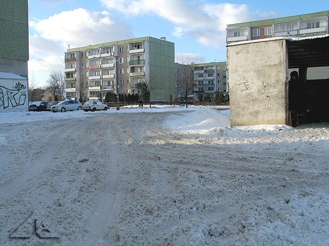 Spóźniona zima w Wołominie - jak zawsze osiedle Niepodległości pogrążone w śniegu