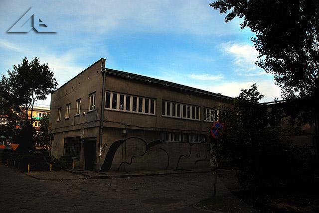 """Osiedle """"Słoneczna"""", widok w kierunku południowo-wschodnim na budynek, w którym mieści się Spółdzielnia Mieszkaniowa"""