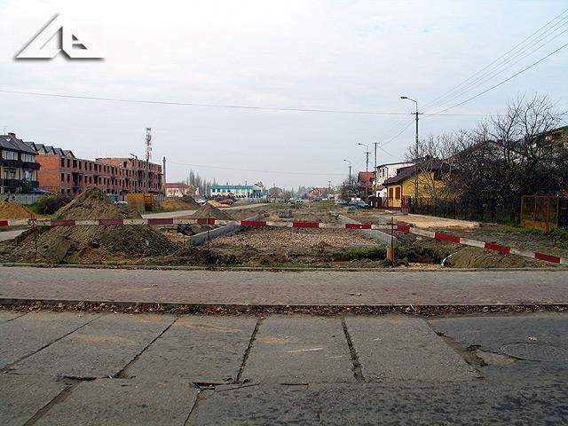 Widok z ulicy Lipińskiej w kierunku północnym na nowy ślad drogi ulicy Reja.