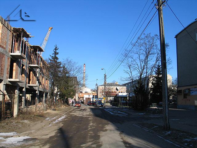 Osiedle Słoneczna. Widok w kierunku wschodnim na Al. Niepodległości (dawniej ulicę Hibnera).