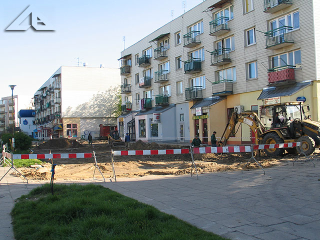 Rozpoczęte prace remontowe na pasażu Osiedla Niepodległości. Widok w kierunku północno-wschodnim.<br>Prace rozpoczęły się 5 maja 2008 r.