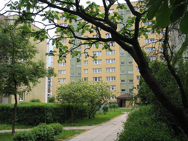Jeden z najstarszych bloków przy ulicy Bolesława Chrobrego 6.<br>Widok w kierunku południowym.