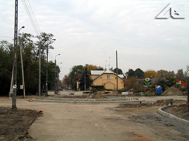 """Budowa nowego ronda na skrzyżowaniu ulic Wileńska i Sikorskiego. Widok w kierunku """"torów"""" na północ."""