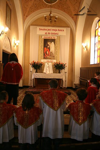 Wielkopiątkowe czuwanie modlitewne w trakcie Triduum Paschalnego w parafii pw. Matki Bożej Częstochowskiej