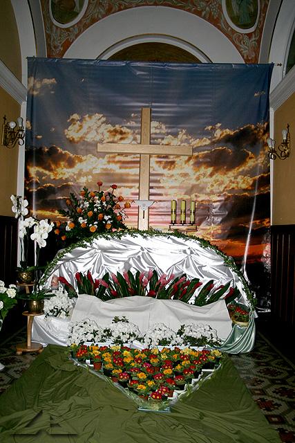 Triduum Paschalnego w parafii pw. Matki Bożej Częstochowskiej - przygotowania do wieczornego nabożeństwa Męki Pana Jezusa