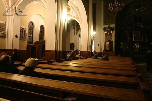Wielkopiątkowe wieczorne czuwanie modlitewne przy grobie Pana Jezusa w parafii pw. Matki Bożej Częstochowskiej