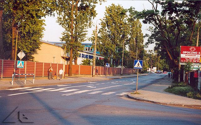 Stolarka Wołomin S.A.<br>W oddali przejazd kolejowy przy stacji Słoneczna.