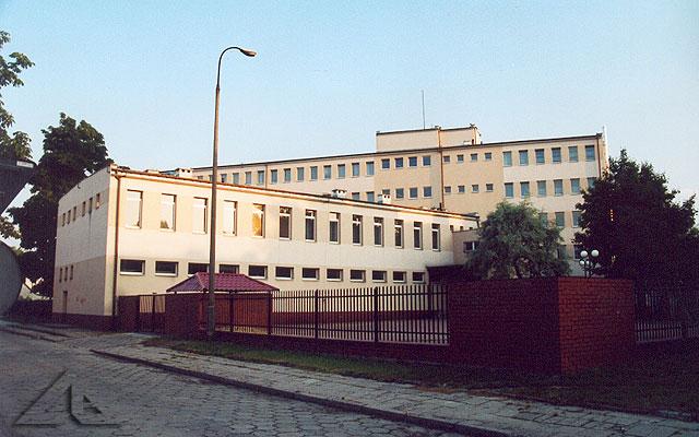 Gazomontaż - widok od ulicy Piaskowej.<br>W pierwszych latach Polski Ludowej stał w tym miejscu budynek NKWD,<br>w którym torturowano żołnierzy AK i innych patriotów.