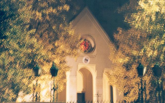 Front kościoła Matki Boskiej Częstochowskiej - nocne spojrzenie