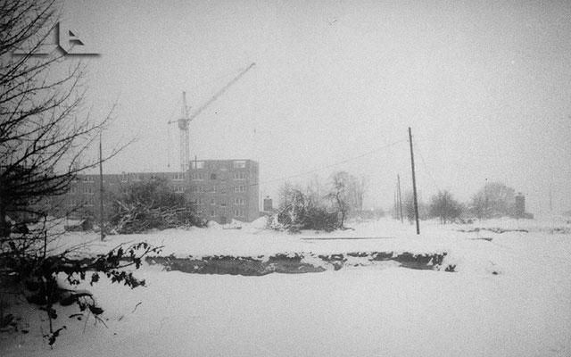 Perspektywa na budowę osiedla Niepodległości (wówczas Hibnera). Rzut prostopadły na ulicę Kościelną.